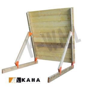 l'obstacle k-wall est une palissade en bois modulable offrant un large choix d'option , position inclinée 75°, pour course à obstacles, course type OCR, parcours d'obstacles indoor de type Ninja Warrior
