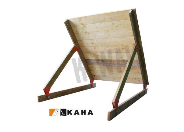 l'obstacle k-wall est une palissade en bois modulable offrant un large choix d'option , position inclinée 45°, pour course à obstacles, course type OCR, parcours d'obstacles indoor de type Ninja Warrior