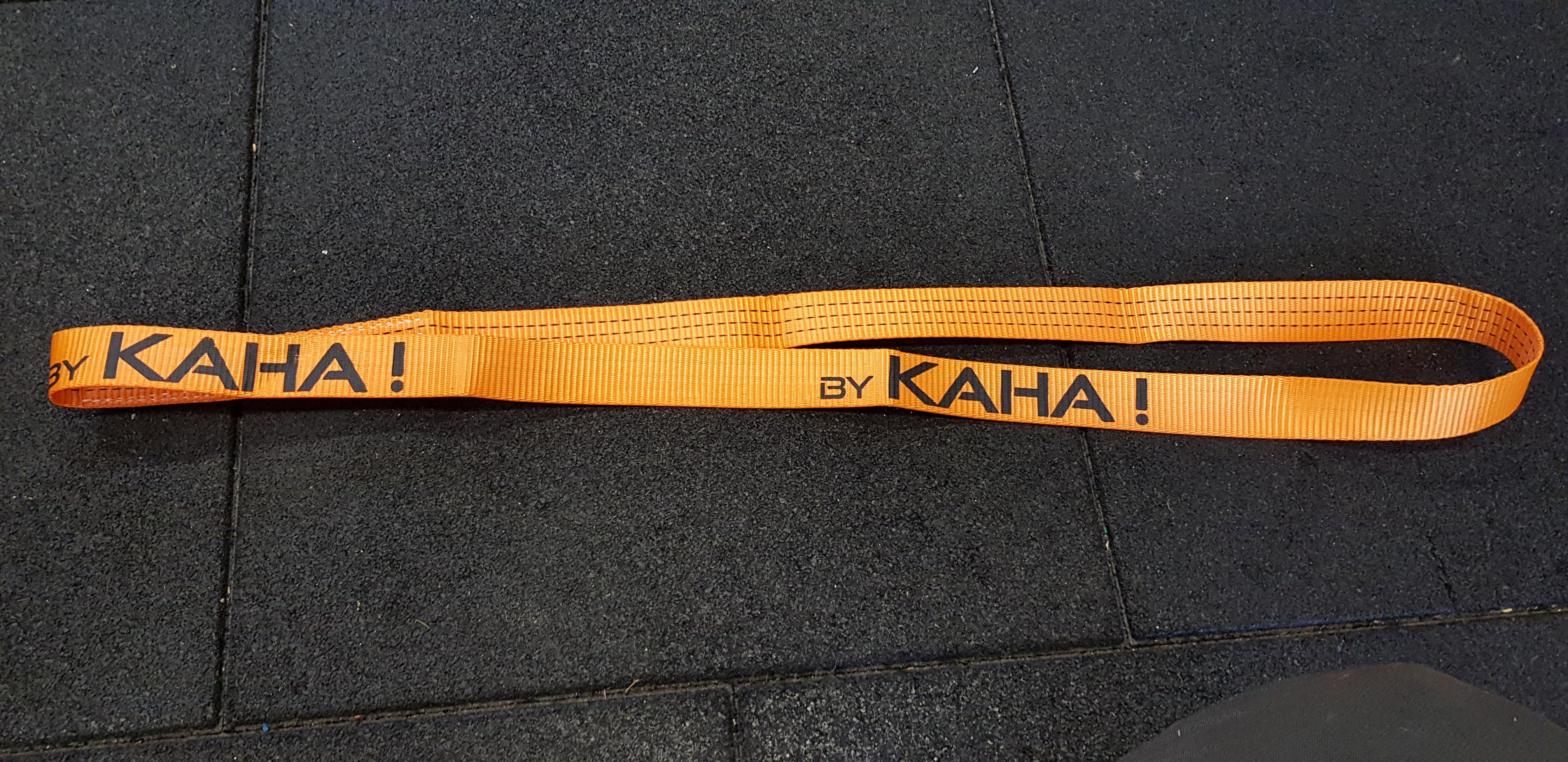 Sangle fermée longueur 90cm, largeur 38mm, idéal pour suspendre vos agrès rapidement (corde longue, corde courte, anneau…) sur une poutre ou une branche. Charge maxi 100kg. Ne risque pas de s'ouvrir, idéal pour usage intensif. Pour course à obstacles, course type OCR, parcours d'obstacles indoor de type Ninja Warrior